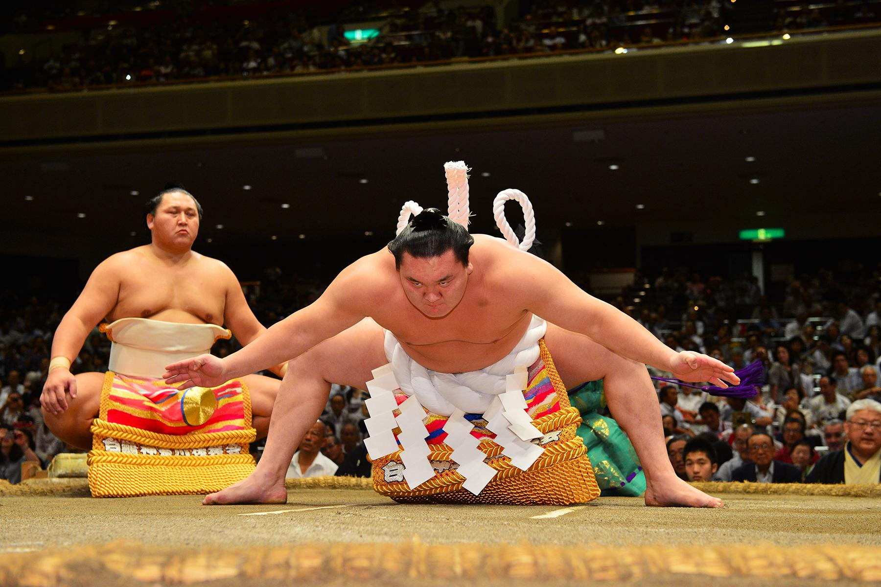 1.Unique-Hotel-Experiences-Eat-With-Sumo-Wrestlers-1