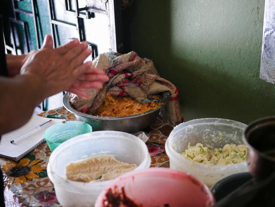 Pupusas-El-Salvador-02