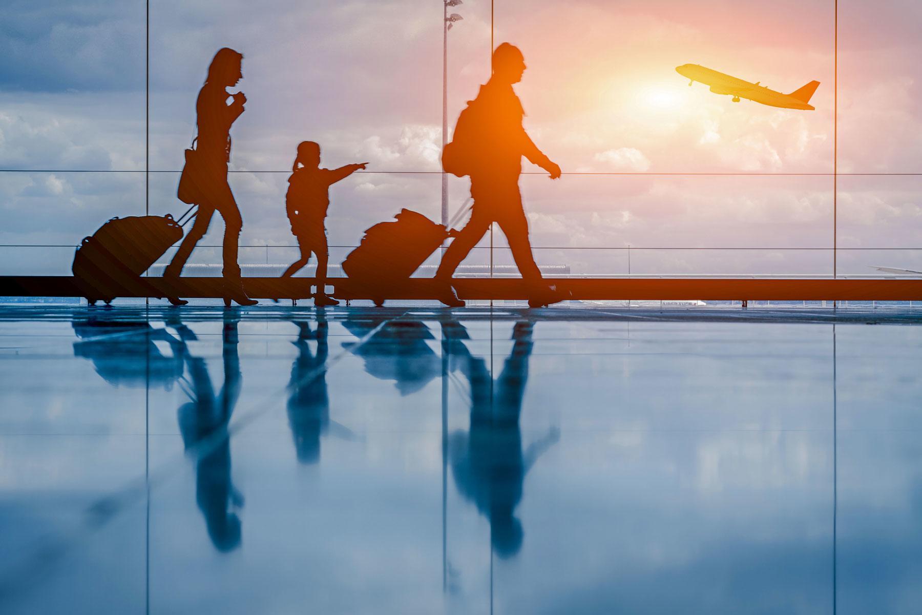 HERO_Intl_Travel_with_Kids_Games_HERO_shutterstock_298605944