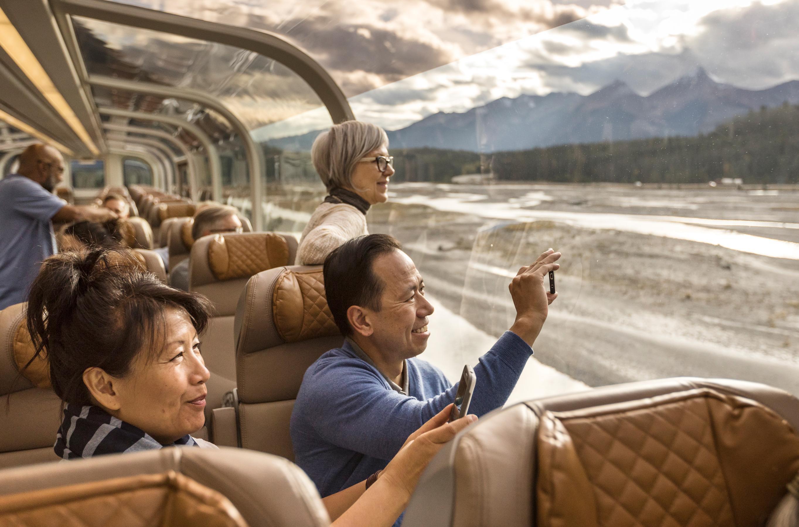 RM18_Onboard_GoldLeaf_Service_Interior