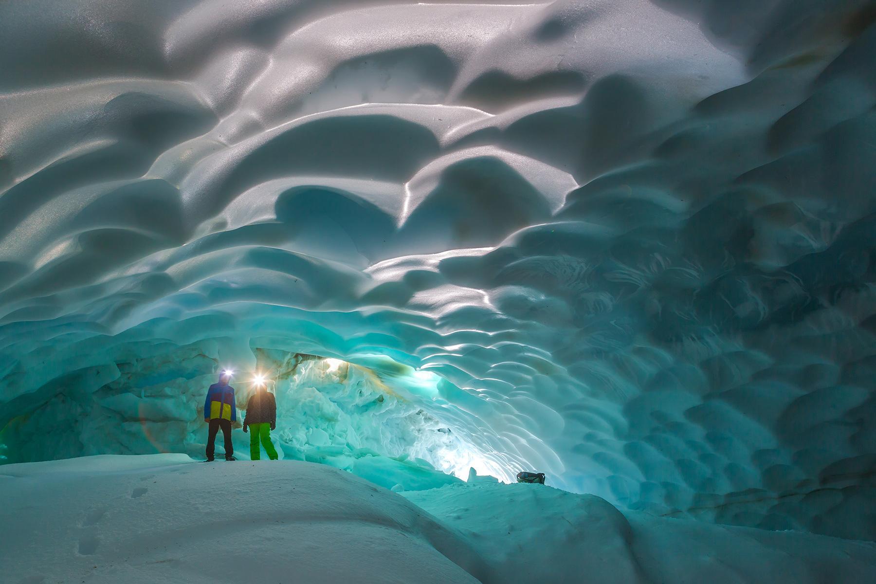 13_Antartica101_ReadSouthEnduranceBook_shutterstock_367992896_1