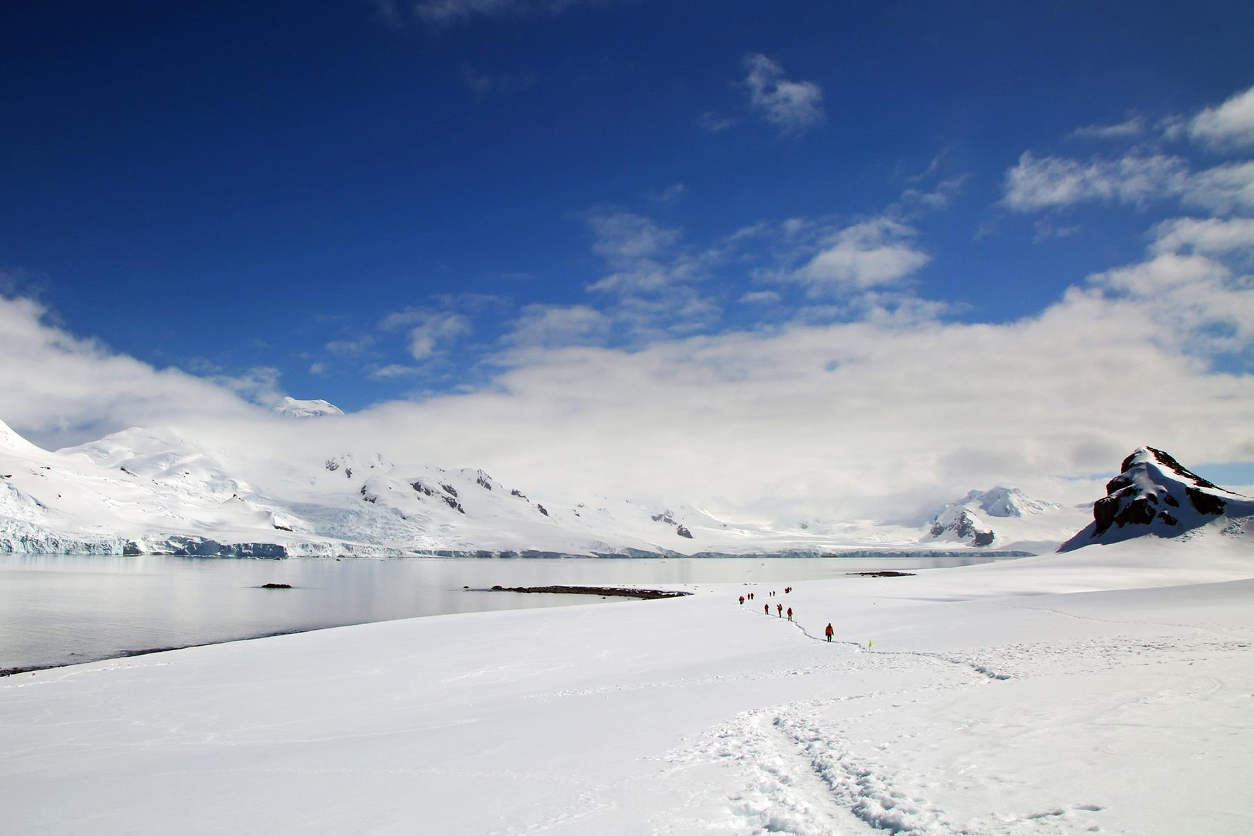 4_Antartica101_ListenToYourGuide_shutterstock_386605618_1