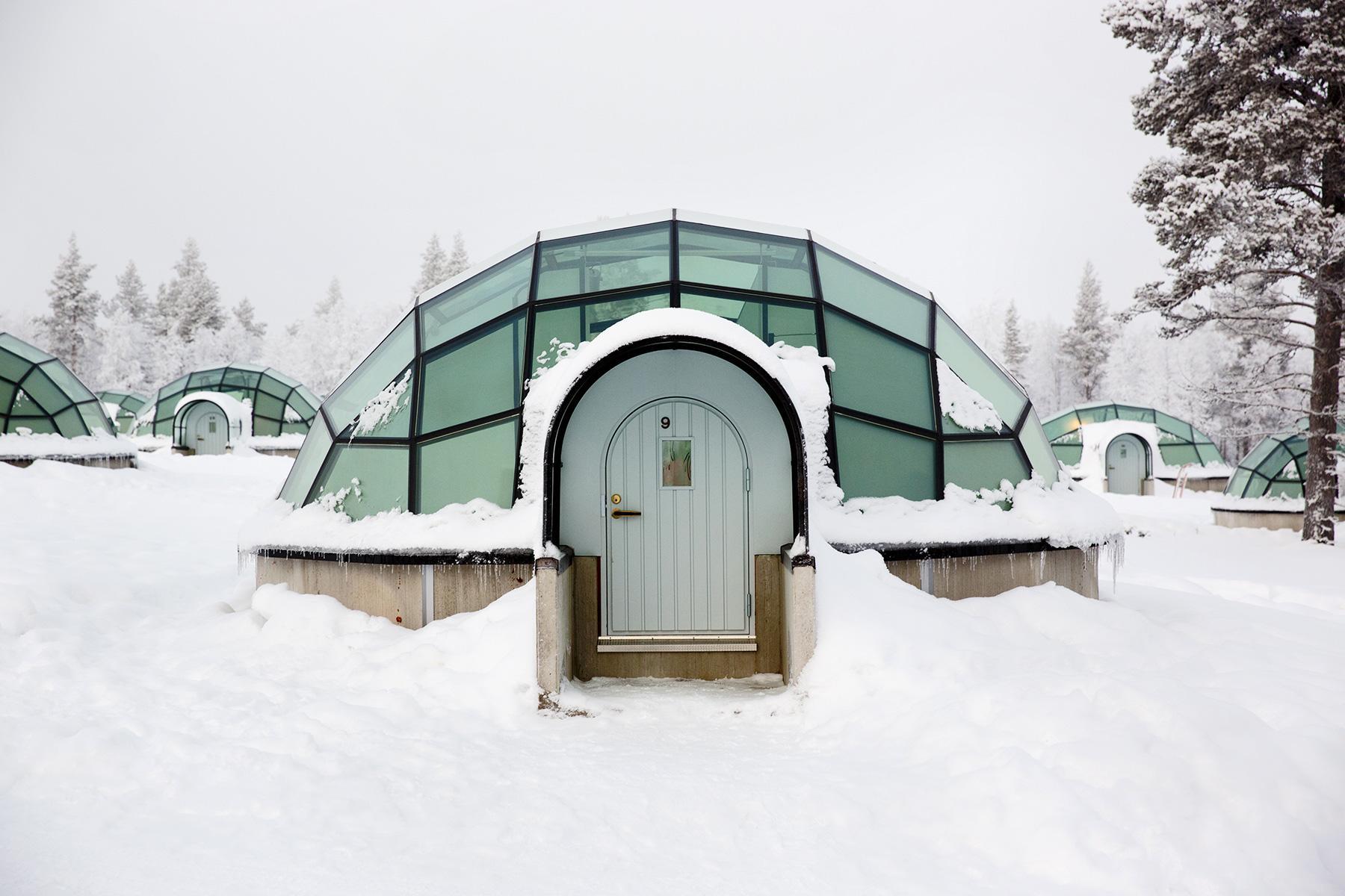 01_IceHotels__HotelKakslauttanenIglooV_shutterstock_597997043