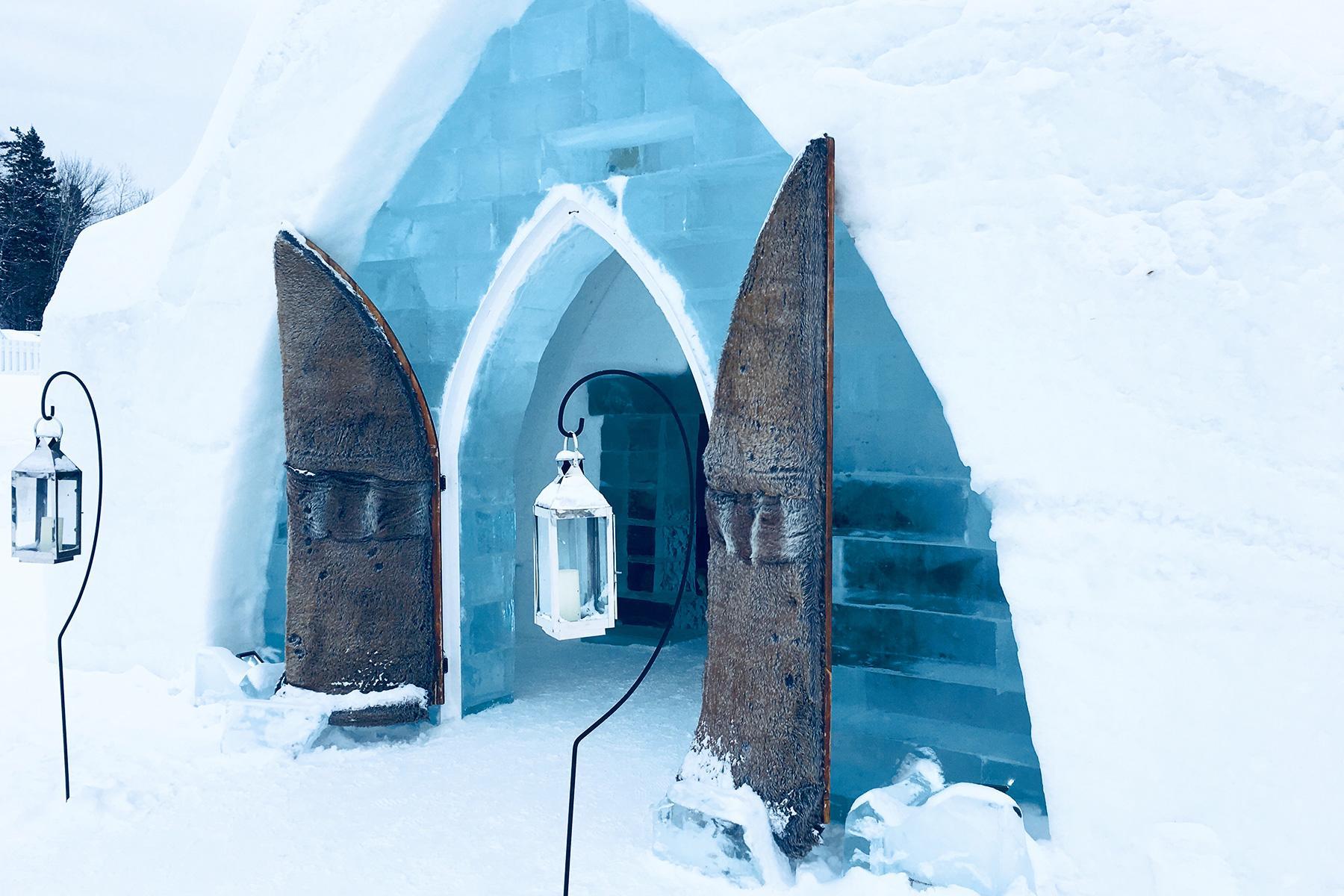 07_IceHotels__HoteldeGlace_shutterstock_1113921815