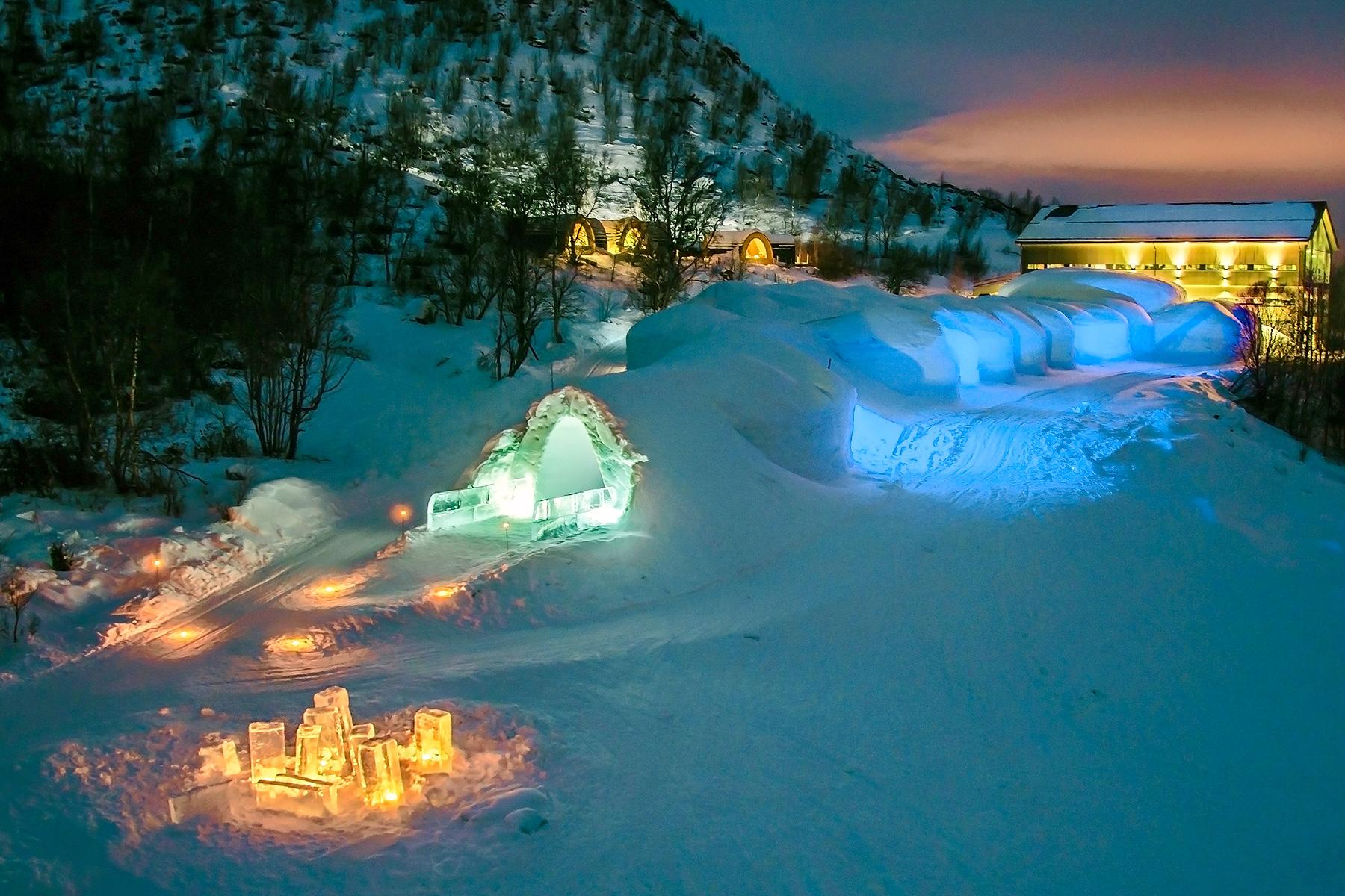 08_IceHotels__KirkenesSnowhotel_The-Snowhotel