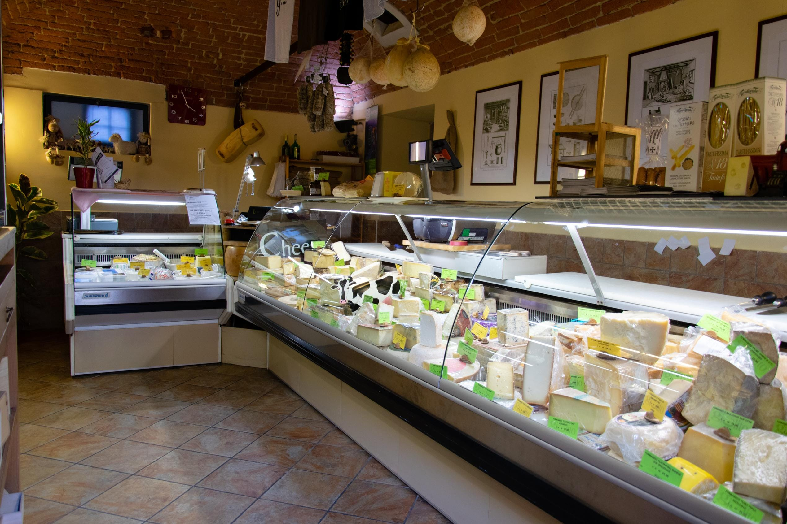 Must-Visit-Cheese-Shop-in-Italy-02