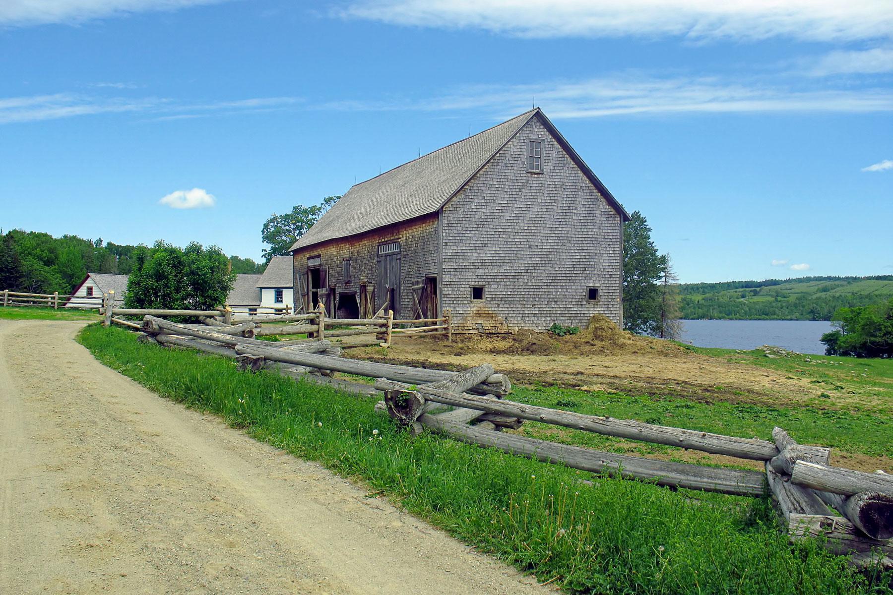 08_Historic_Sites_Atlantic_Canada_Kings_Landing_dreamstime_l_9794656